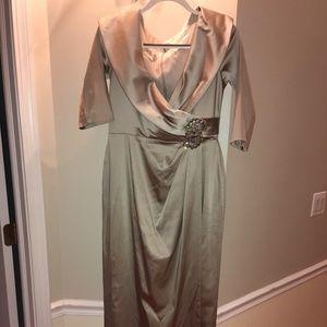 Kay Unger Champagne Satin Dress size 10